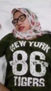 Hijab cantik crot dimuka
