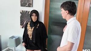 Enaknya Ngewe Cewek Muslim