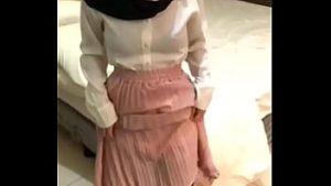 Main Dengan Jilbab Alim