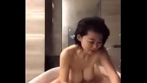 Main Di Bathtube Paling Mantap