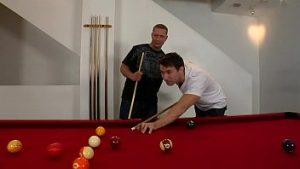 Lagi Main Billiard Diganggu Kakak